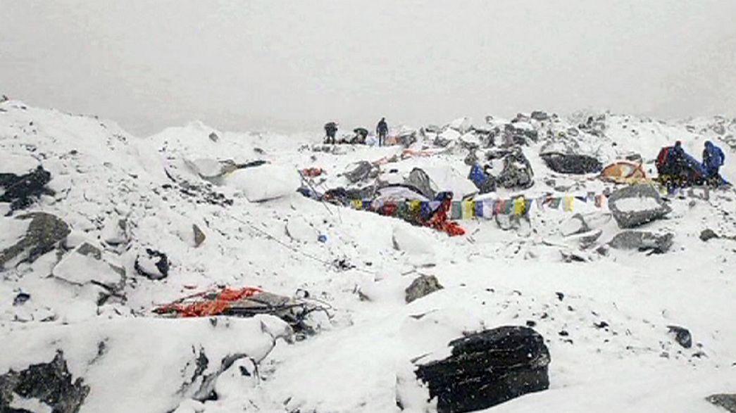 Sismo no Nepal: mais de 200 desaparecidos no Evereste
