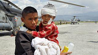 Nepal'de bir milyon çocuk yardım bekliyor
