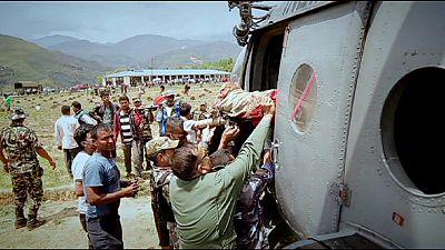 La ayuda internacional llega a un Nepal colapsado que no recupera el pulso