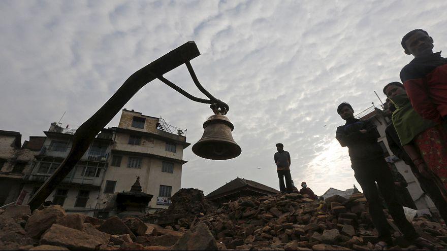 La colère des Népalais, trois jours après le séisme qui a fait plus de 4 000 morts
