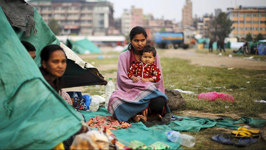 Zahl der Todesopfer in Nepal steigt weiter - Zehntausende verlassen das Kathmandu-Tal
