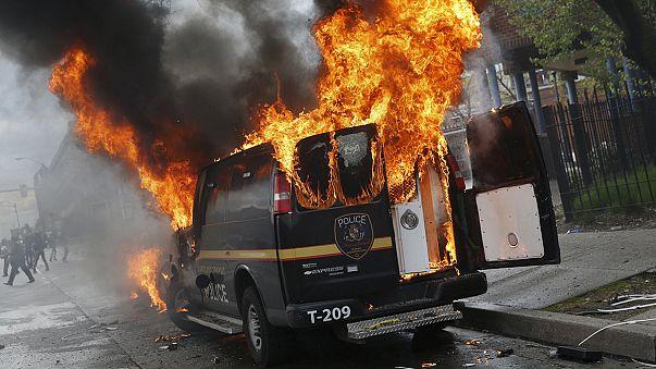 Балтимор в огне. Смерть темнокожего американца стала причиной беспорядков