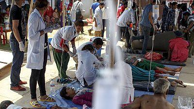 Nepal: hospitales abarrotados, falta de agua potable, comida y energía
