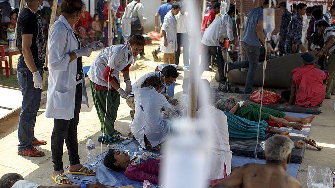 Nepál: Lassan már a kórházi folyosón is műtenek