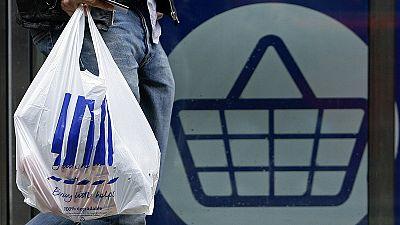 Una spesa piu' ecologica: addio al sacchetto di plastica gratis