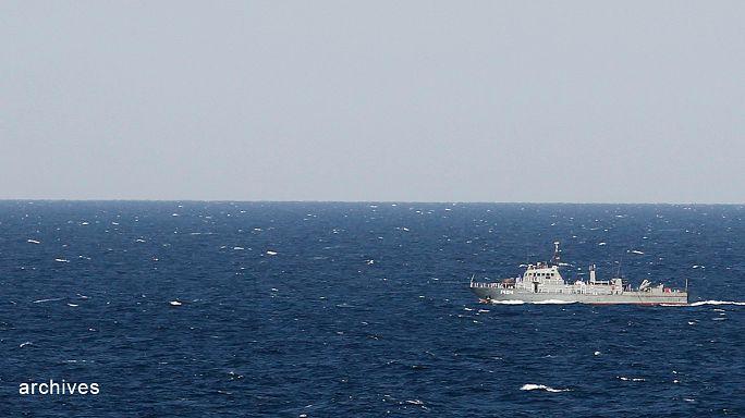 Iráni járőrhajók feltartóztattak egy teherhajót