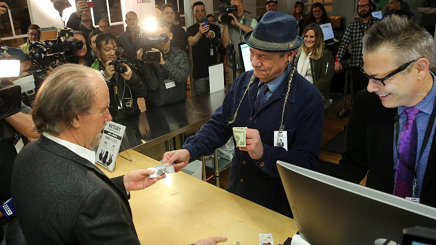 Image: Steve DeAngelo makes the first legal recreational marijuana sale to