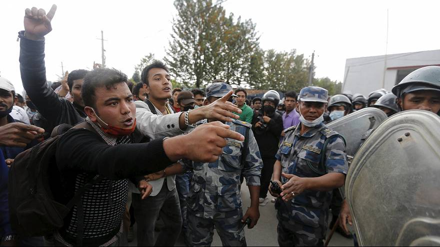 Protestas multitudinarias en Nepal por la falta de ayuda