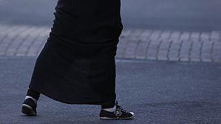 Exclue des cours pour une jupe trop longue, son histoire indigne les internautes