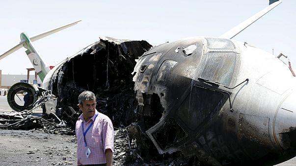 طائرات التحالف تقصف مدرج مطار صنعاء