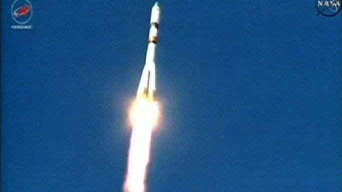 Un carguero espacial comienza a caer sobre la tierra fuera de control