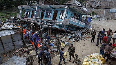 Nepal: Die Suche nach Üherlebenden ist ein Rennen gegen die Zeit