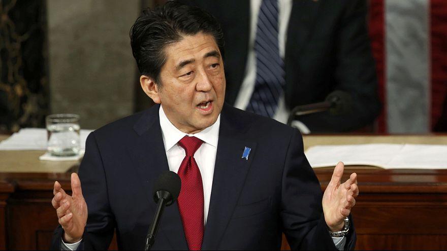 Японский премьер покаялся в Конгрессе США