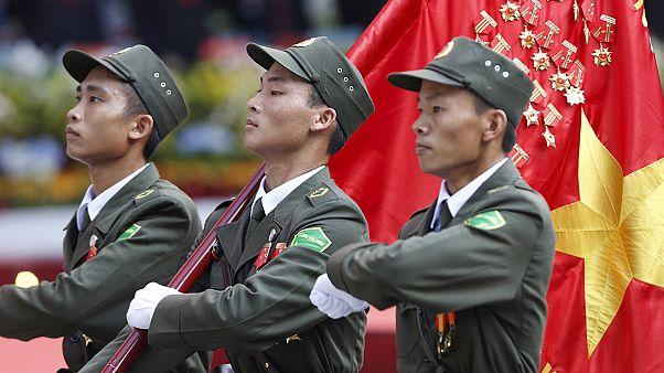 Βιετνάμ: Μεγαλοπρεπής παρέλαση για τα 40 χρόνια από το τέλος του πολέμου
