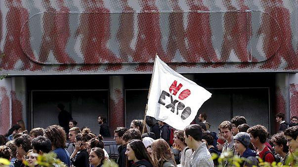 Felháborodott diákok tüntettek a világkiállítás megnyitása előtt egy nappal Milánóban