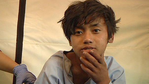 نجات یک نوجوان پانزده ساله و یک زن سی ساله از زیر آوار پنج روز پس از زلزله نپال