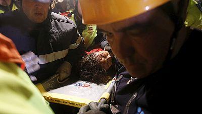 Nepal: soccorritori in trionfo, a cinque giorni dal sisma ancora due salvati