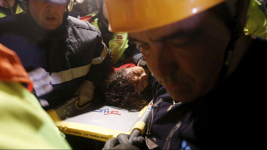 El tiempo para encontrar supervivientes se agota en Nepal