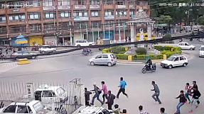 Nepal earthquake makes roundabout monument collapse