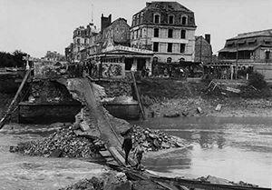Pont entre Deauville et Trouville, 1944