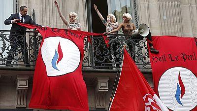 """França: FEMEN """"roubam"""" o foco a Marine Le Pen em tradição do 1 de maio"""