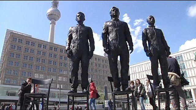 Washington'ı zora sokan köstebeklerin heykeli Berlin'de
