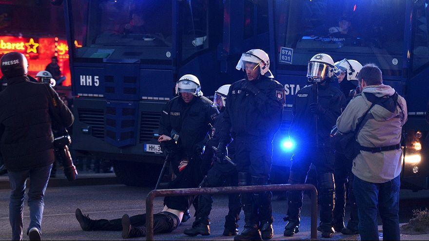 Un grupo de neonazis revienta un mitin del Primero de Mayo en Alemania