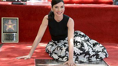 "A ""boa esposa"" no passeio da fama de Hollywood"