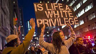 أجواء الفرحة تسود مدينة بالتيمور الأمريكية بعد توجيه اتهامات جنائية لستة ضباط شرطة في وفاة الشاب الأسود