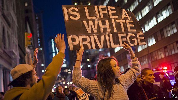 USA: festa a Baltimora dopo l'incriminazione degli agenti