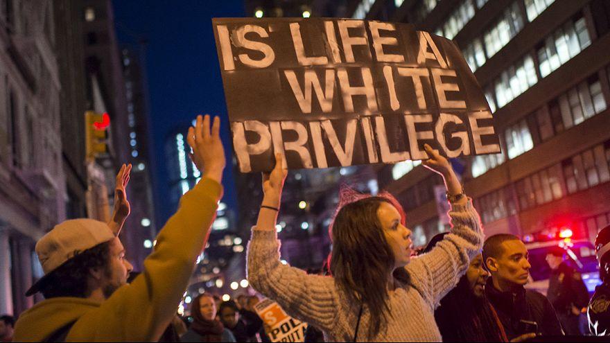 Балтимор: Полицейских, задерживавших Фредди Грэя, обвинили в его убийстве