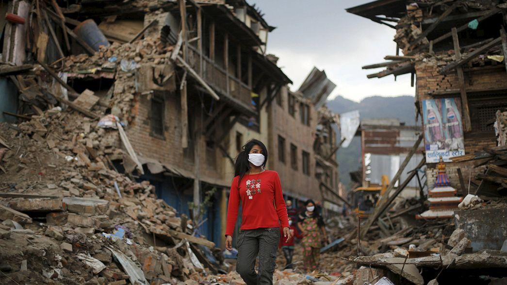 Nepal braucht dringend mehr Hilfe - für Lebende und Tote