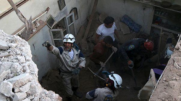 Több tucat civil halt meg szíriai támadásokban