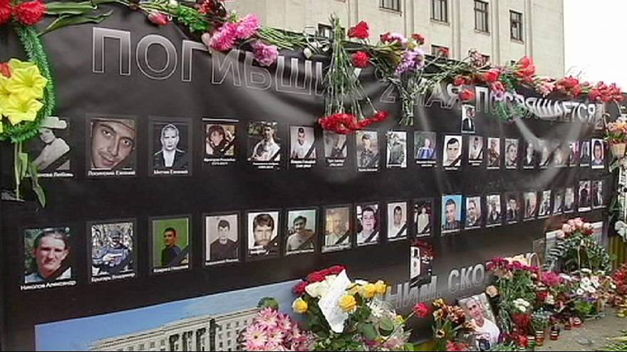 Peope in the Ukrainian port of Odessa remember victims who died during clashes a year ago