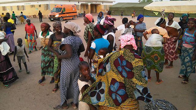 Többszáz nőt és gyereket mentettek ki