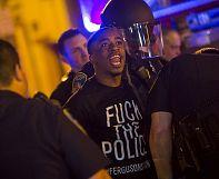 Baltimore: des milliers de manifestants dans la rue malgré le couvre-feu