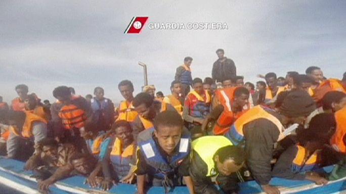 Dramma migranti: è corsa contro il tempo dei soccorsi, 4100 migranti salvati in 24 ore