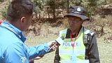 Les secouristes chinois à l'œuvre dans un village sinistré par le séisme du 25 avril