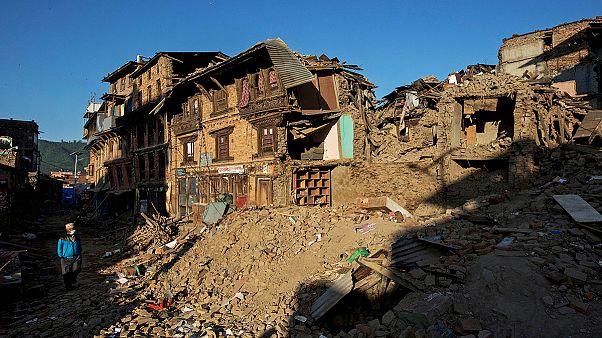 النيباليون يلملمون جراحهم بعد الزلزال