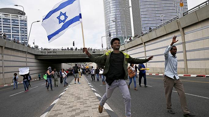 تل أبيب: ليلة انتفاضة يهود الفلاشا ضد التمييز العنصري انتهت بجرح 60 شخصاً و جرح 40 آخرين