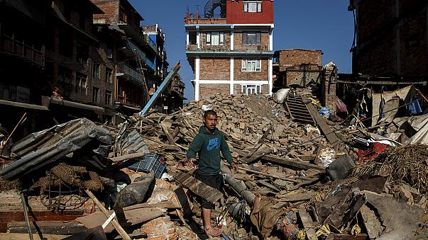 Κομισιόν: Στα 22,6 εκατ. η βοήθεια προς το σεισμόπληκτο Νεπάλ