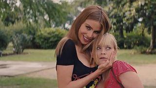 """Reese Witherspoon et Sofia Vergara se lancent dans une """"Hot pursuit"""" effrénée"""