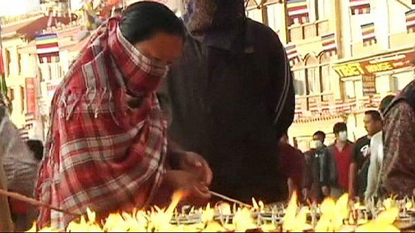 Νεπάλ: Συνεχίζεται η καύση σορών που δεν έχουν αναγνωριστεί