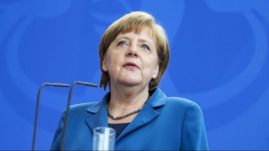 Merkel defiende la colaboración entre servicios de inteligencia