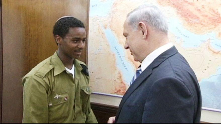 دیدار بنیامین نتانیاهو با سرباز اتیوپیایی تباری که مورد ضرب و شتم پلیس قرار گرفته بود
