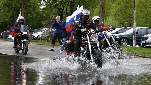 Rus motorsikletli gruptan Nazi kampına sembolik ziyaret