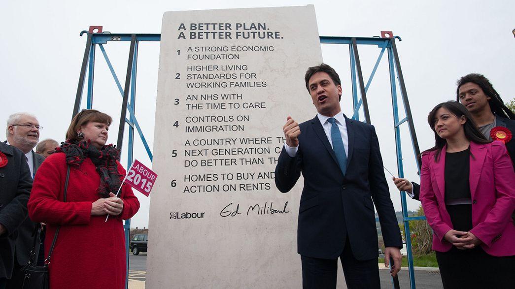 """Regno Unito, Ed """"Mosé"""" Miliband scrive il suo programma sulla pietra"""