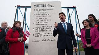 """Milibands """"sechs Gebote"""": Labour-Kandidat erntet Spott für Wahlkampfstein"""