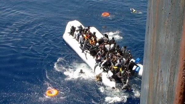 Из Африки в Европу: кадры спасения мигрантов Средиземном море