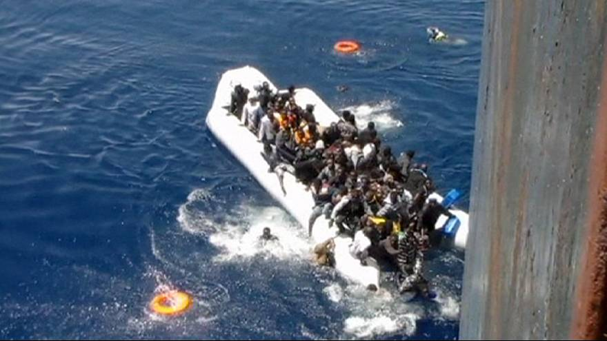 حوالي 40 شخصاً قضوا بعد غرق قاربهم المطاطي في المتوسط